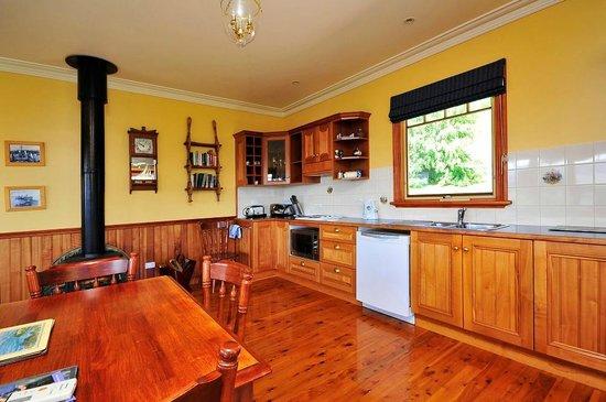 Pomona Spa Cottages: Vertumnus kitchen