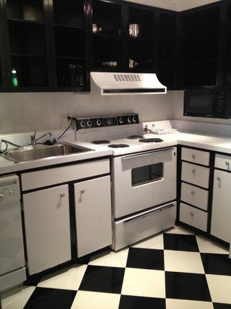 Avenue Suites Georgetown: Super cute kitchen
