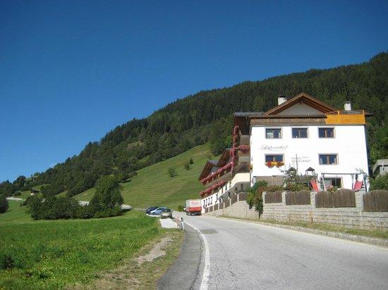 Hotel Lahnerhof: Vista dell'hotel dalla strada