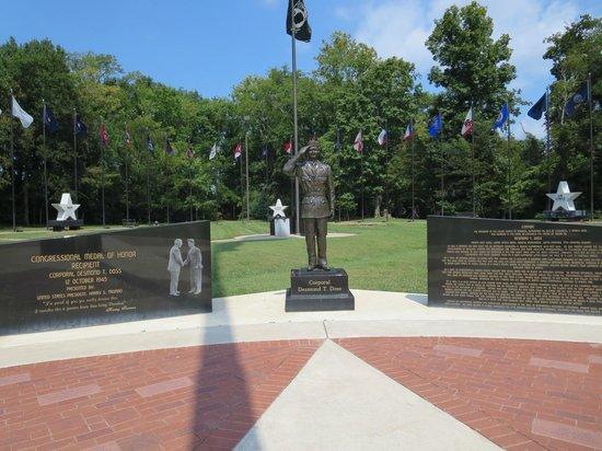 Veteran's Memorial Park: Statue