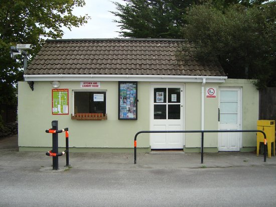 Anchor Caravan Park CastleGregory: Kitchen/Laundry block