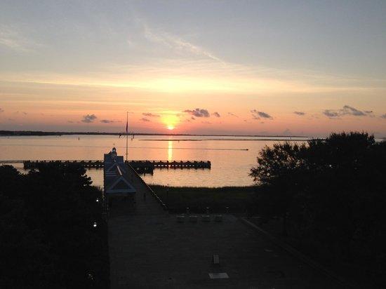 Harbourview Inn: sunrise from sun deck