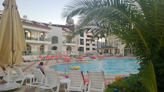 Forum Residence: Pool again
