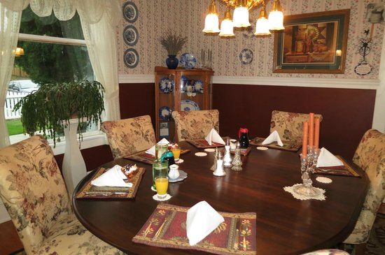 1910 Historic Enterprise House Bed & Breakfast: Breakfast Dining Room