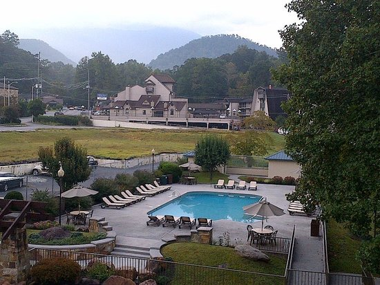 Glenstone Lodge : outdoor pool