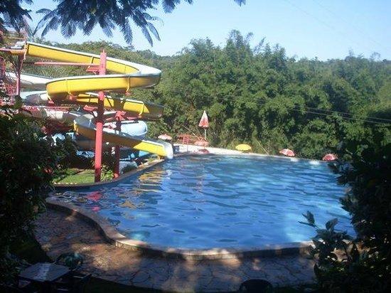 Hotel Fazenda Solar das Andorinhas : Piscina