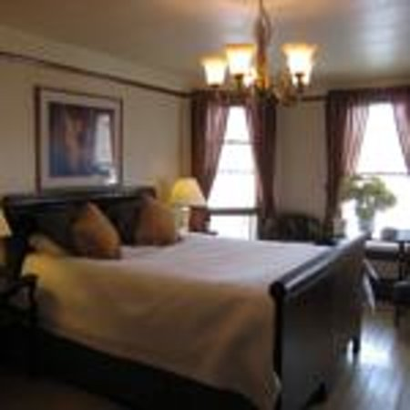 The Maples B&B: Master Bedroom is lovely!!!