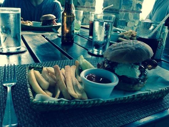 Tola, Νικαράγουα: excellent burger!