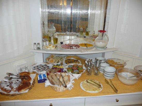 Hotel Italia: Continental Breakfast was very good!!