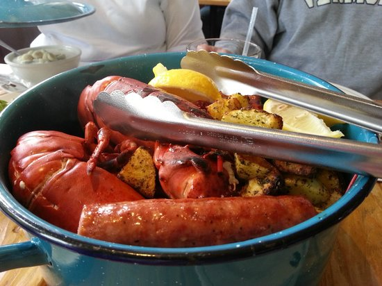 Robert's Maine Grill : Clambake for two - delicious!