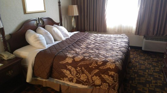 Days Inn Gettysburg : King bed