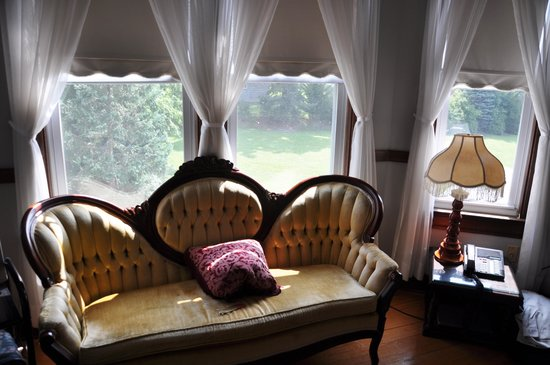 Stonewall Jackson Inn: Window view in the Stonewall Jackson Suite
