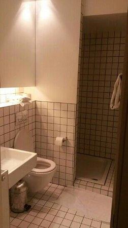 Esperance: blue room: bathroom
