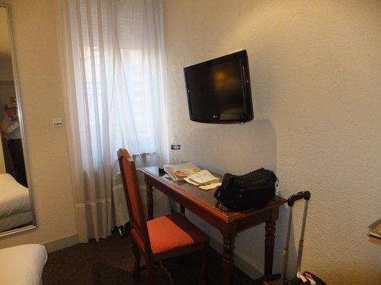 Grand Hôtel d'Orléans : desk