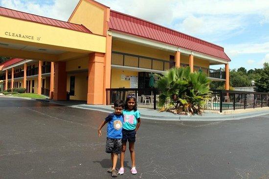 Americas Best Value Inn Hinesville - Ft. Stewart: Hotel Lobby