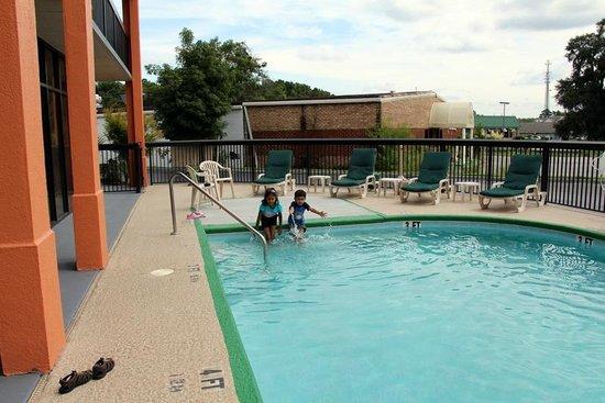 Americas Best Value Inn Hinesville - Ft. Stewart: Pool