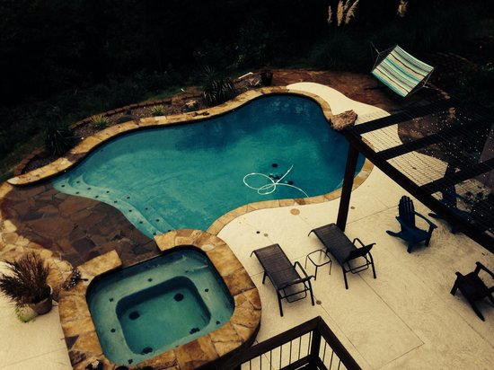 Lago Vista Bed and Breakfast: Pool and hot tub