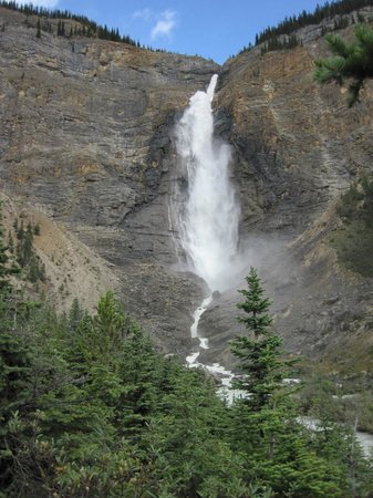 Auberge Kicking Horse B&B: Takakkaw Falls In Yoho National Park