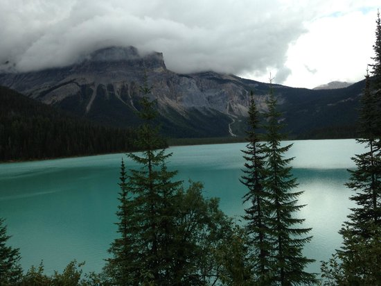 Auberge Kicking Horse B&B: Emerald Lake in Yoho National Park