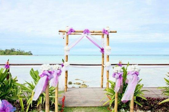 Muri Beach Resort: Ceremony set up