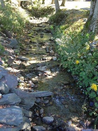Wyndham at Bentley Brook: Creek near Country Store