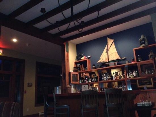Middle Beach Lodge: The bar