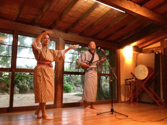 Funakura no Sato: 沖縄民謡を聞きながら