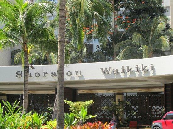 Sheraton Waikiki: Hotel Entrance