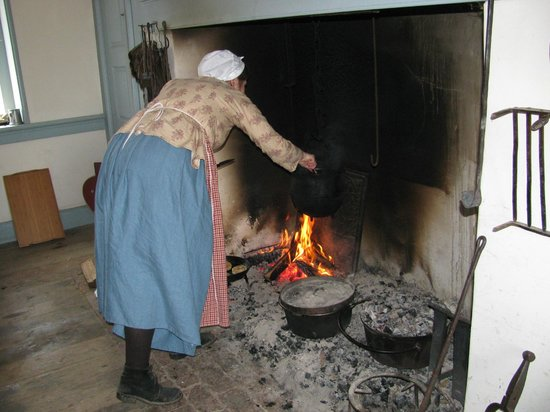 Dill's Tavern and Plantation: Cooking on the Hearth in the 1794 Kitchen
