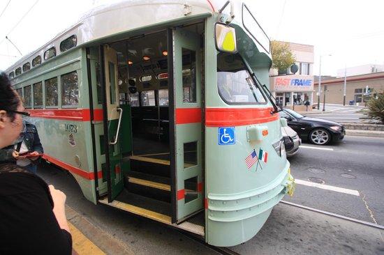 Travelodge San Francisco Central: le tram à proximité...