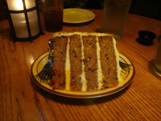 Hydra Steakhouse & Lounge: carrot cake