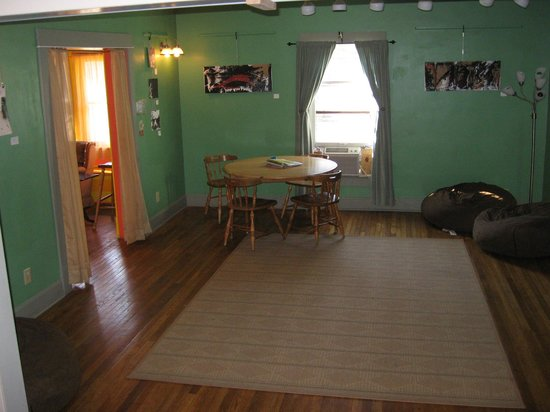 Indy Hostel: Cheery rooms create homey spaces for living.