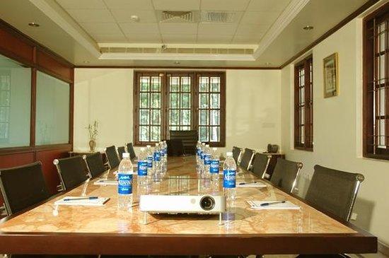 ITIS Suites: Business center