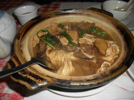 Hong Kong Clay Pot Restaurant: bean curd in clay pot
