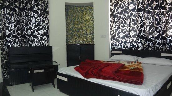 Hotel MG Residency: Deluxe Room