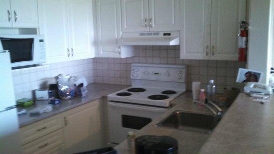 Sandman Suites Surrey-Guildford : kitchen