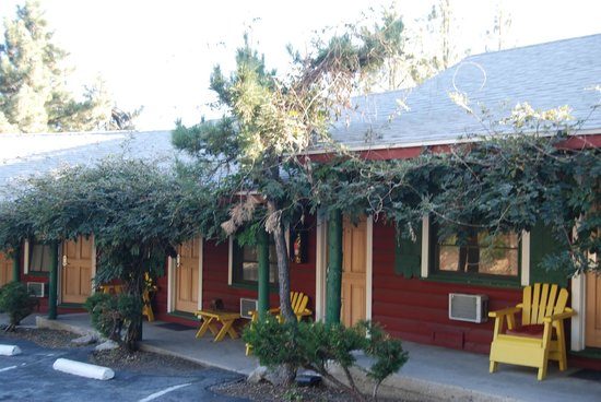 Idyllwild Bunkhouse: Front View of Bunkhouse