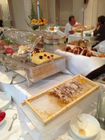 Hotel Muenchen Palace : Full buffet breakfast