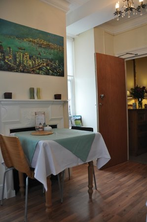 The Old Town Guesthouse: the breakfast room