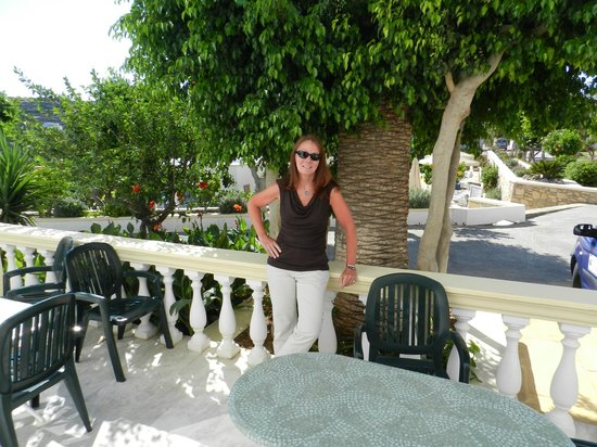 Marilen Hotel: standing in the outside dining area