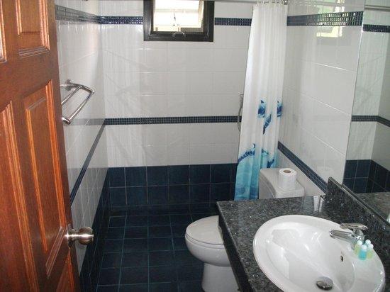 Phuket Riviera Villas : Main bathroom
