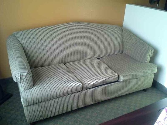 BEST WESTERN Royal Inn: The couch looked very dirty and worn. Although in the photo it  looks much better than it was.