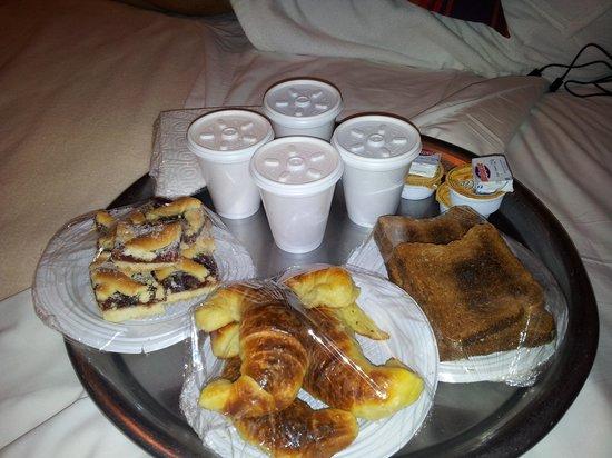 Pailahue Lodge & Cabanas: Desayuno a la cabaña