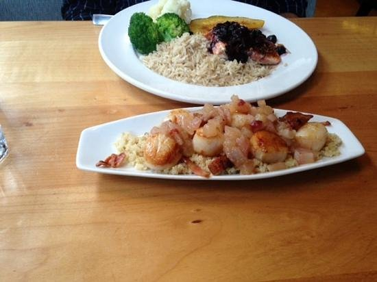 Lefty's Restaurant: scallops with apple chutney