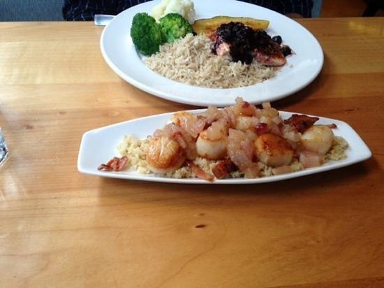Lefty's Restaurant : scallops with apple chutney