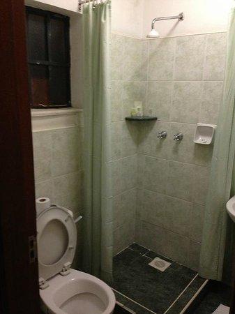 Mvuli House: bathroom
