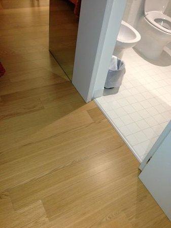 Hotel Colle del Sole: 部屋の床はフローリングです。