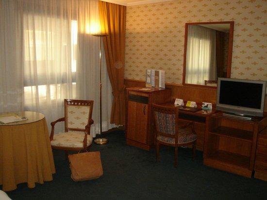Hotel Eurostars Araguaney: Desk area