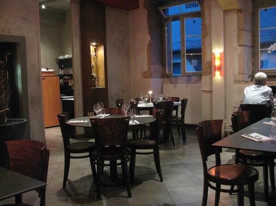 LE CORBEAU : The dining room