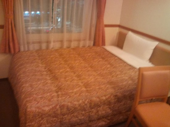 Toyoko Inn Takamtsu Hyogo-machi: かなり固めのベッドです